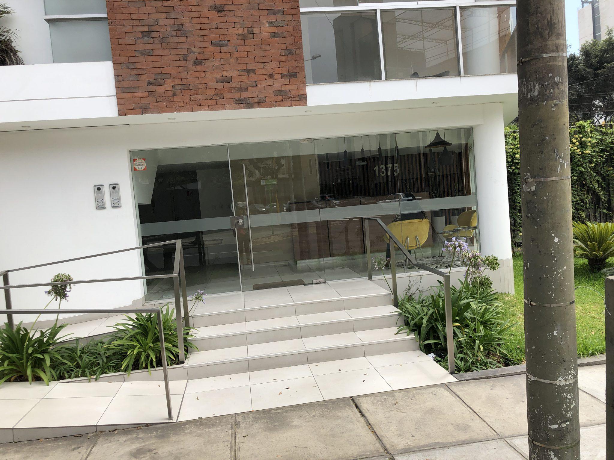 Espectacular dúplex con amplia terraza y finos acabados, vista panorámica a la ciudad. En venta US$ 375,000.00